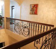 кованые перила для лестницы на улице
