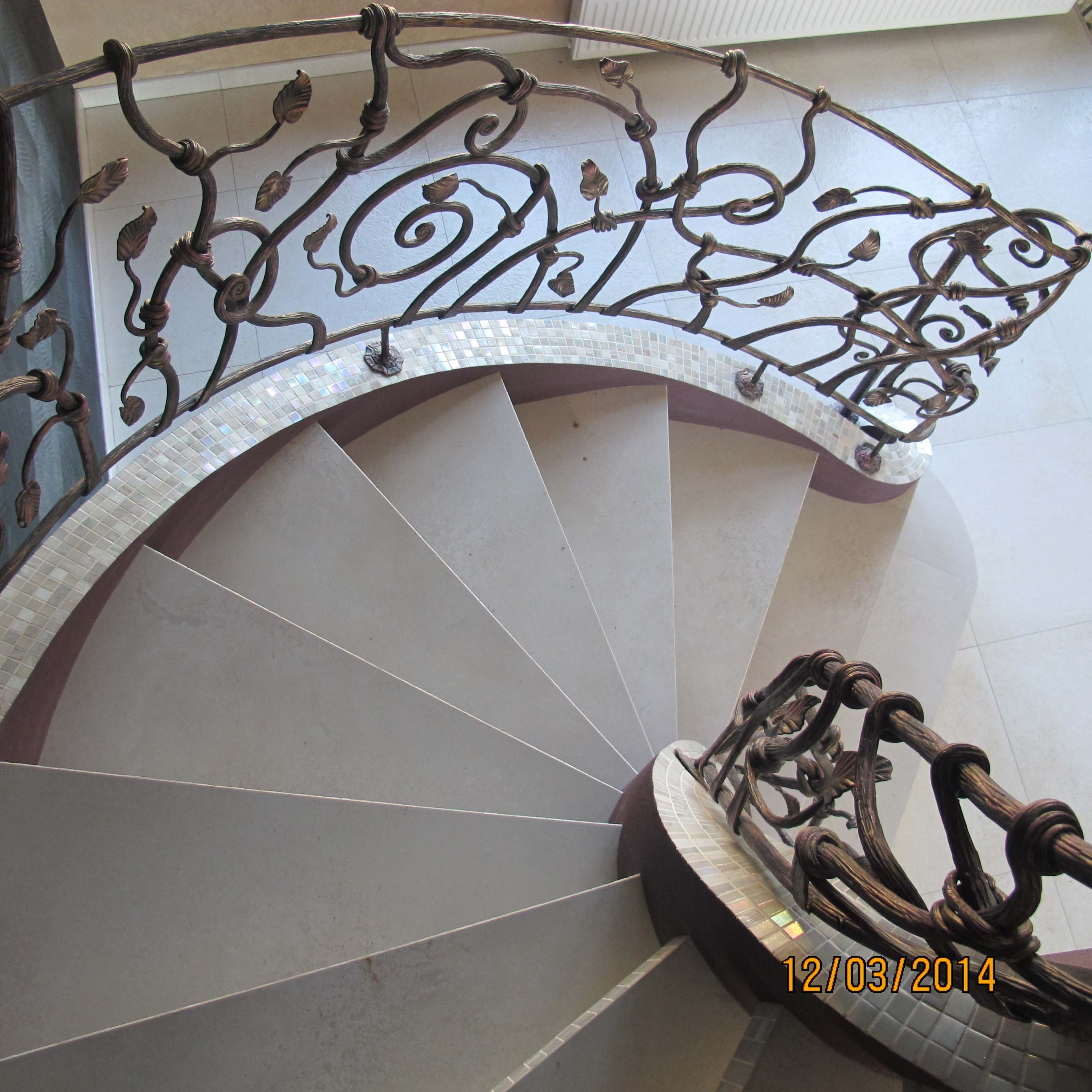 кованые перила для винтовых лестниц