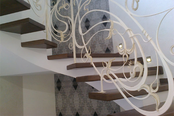 Кованые лестницы для дома в Москве