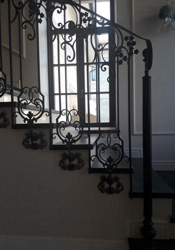 Кованые лестницы для дома купить в Москве