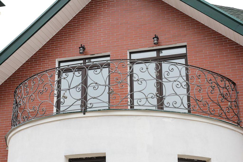 Кованые перила на балкон недорого