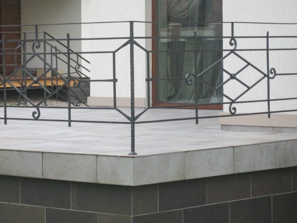 Кованые перила на балкон по доступным ценам