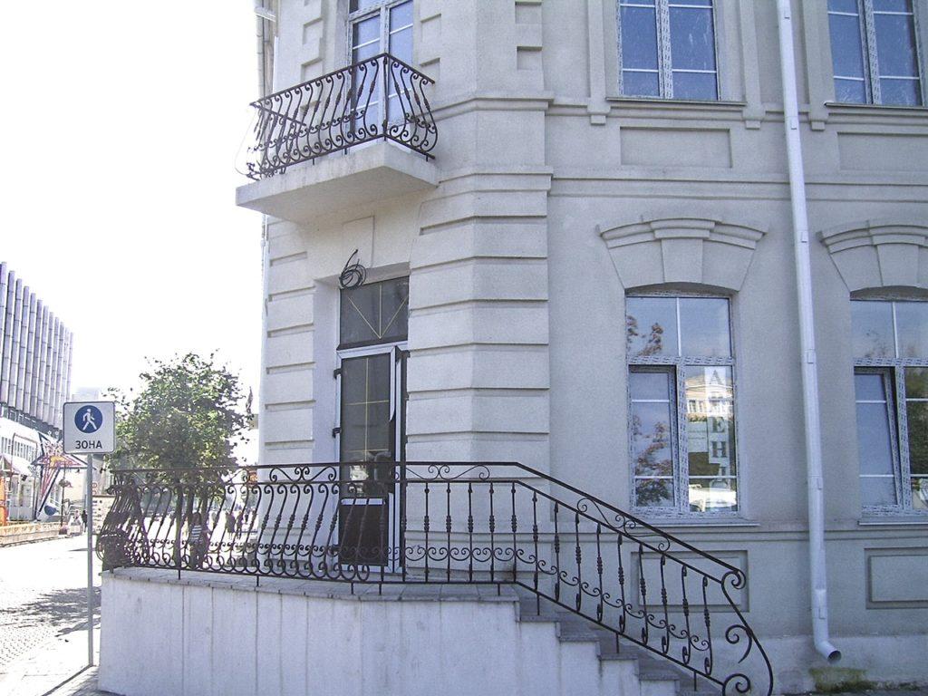 Кованые перила на балкон купить