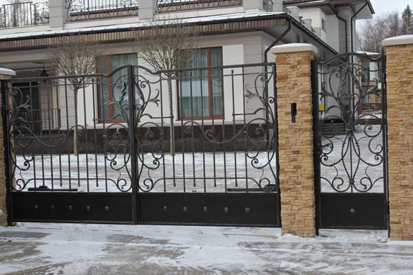 Ворота с калиткой в Москве