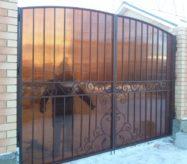 Кованые ворота с поликарбонатом купить