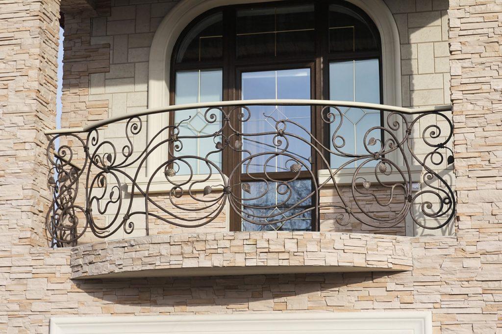 Кованые балконные секции