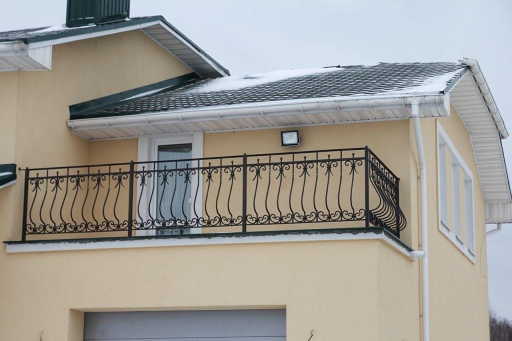 Кованые балконные секции в Москве