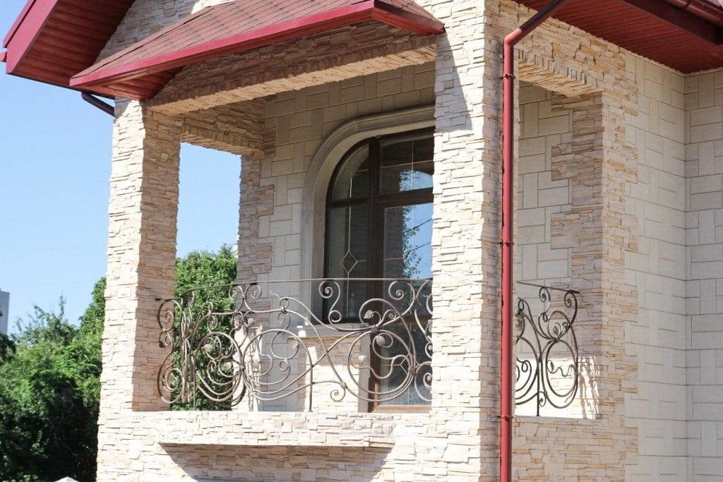 Кованые балконные секции заказать