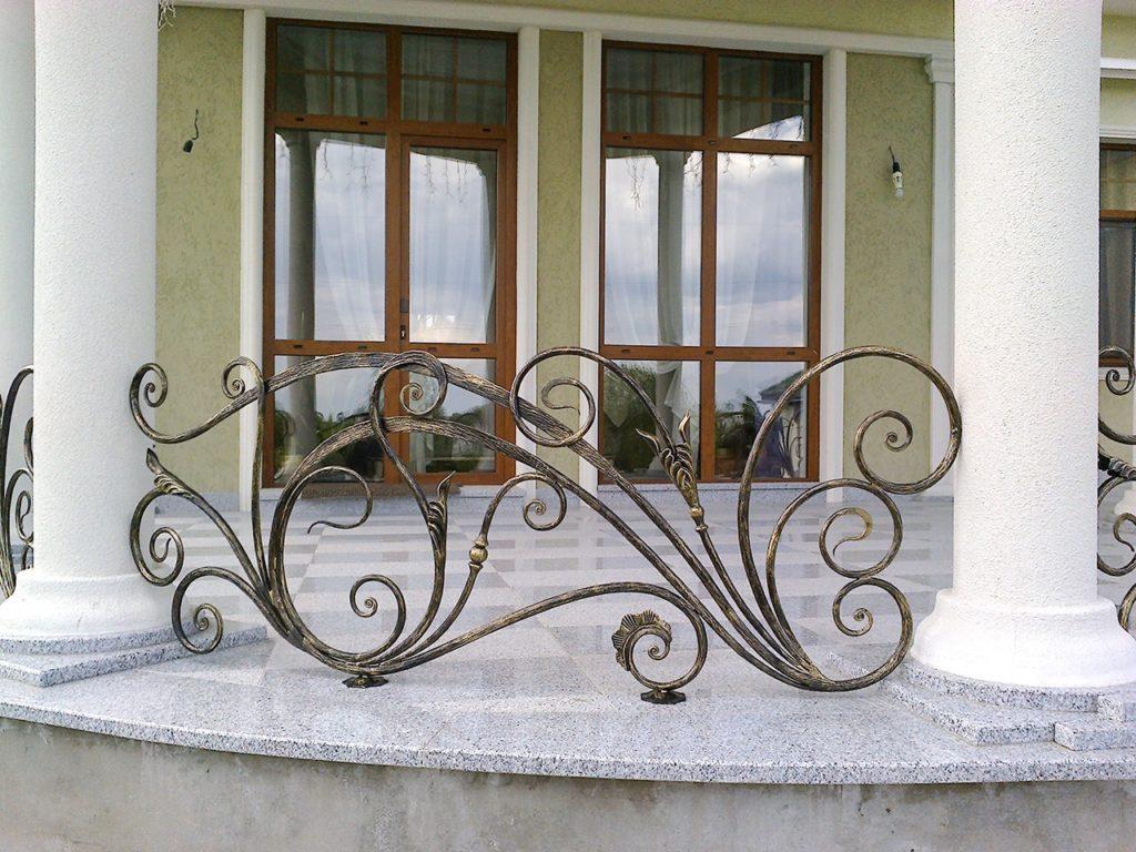 Кованые ограждения для террас заказать в Москве