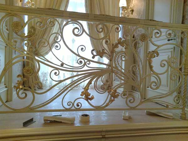 Кованные перила в классическом стиле